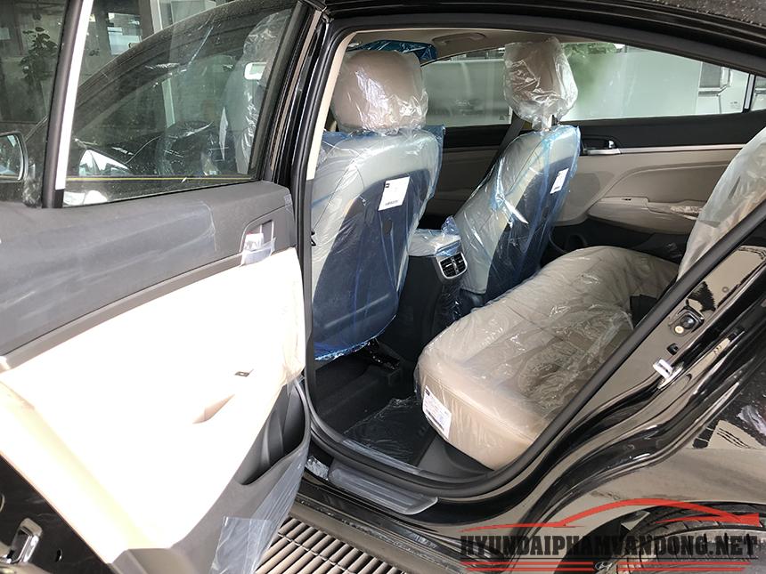 Hàng ghế sau của xe hyundai elantra 2019