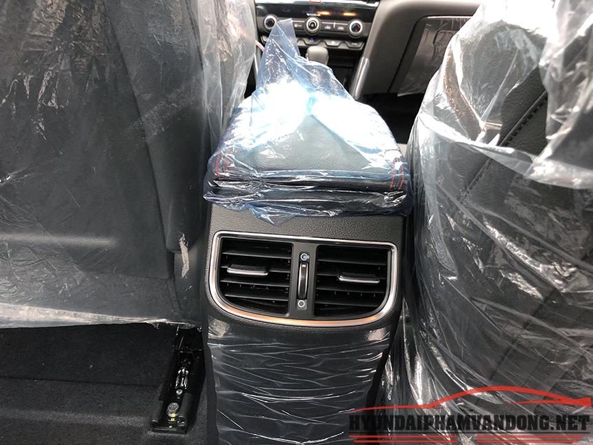 Cửa gió hàng ghế thứ 2 của xe elantra sport 2019