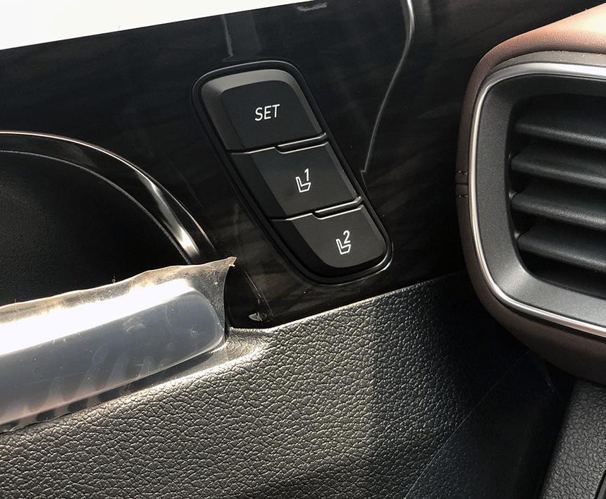Option nhớ ghế lái chỉ có ở phiên bản máy dầu cao cấp